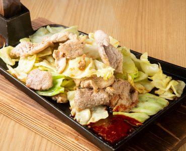 【門限やぶり新名物!】豚サガリのスタミナクワ焼き 980円(税込)